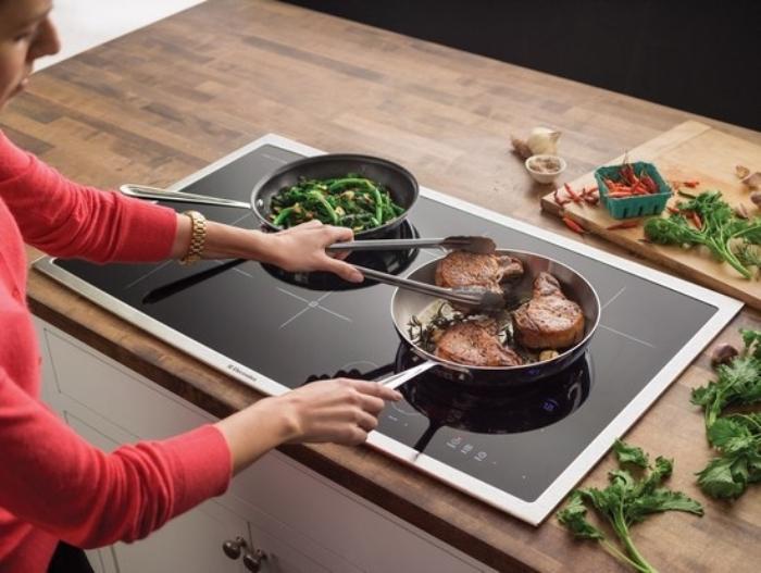 Table de cuisson induction et céramique.