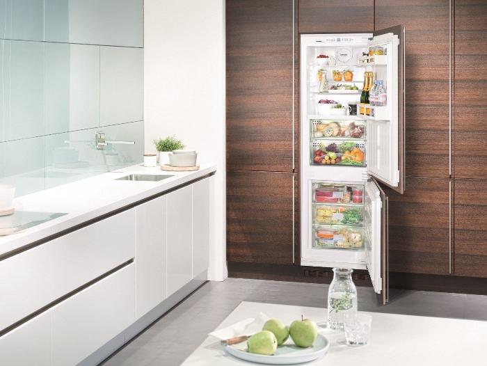 installation d'un réfrigérateur inverseur.