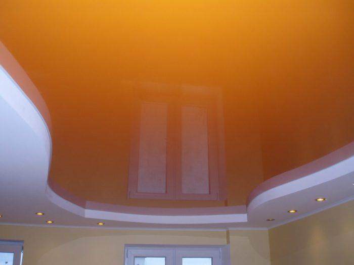 Orange au plafond.