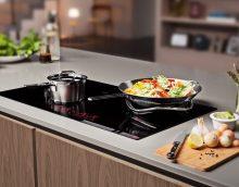 Les plats posés sur une surface en vitrocéramique doivent toujours être secs et ne pas présenter de gouttes d'eau.
