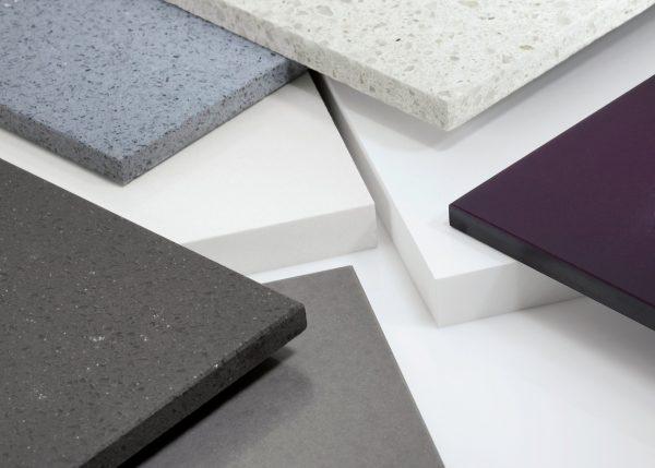Dans la fabrication de comptoirs en acrylique, certaines normes doivent être suivies.
