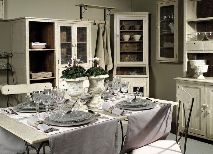 Buffet de cuisine d'angle antique.