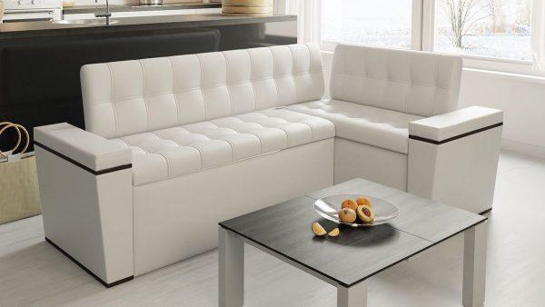 canapé d'angle à la cuisine blanche