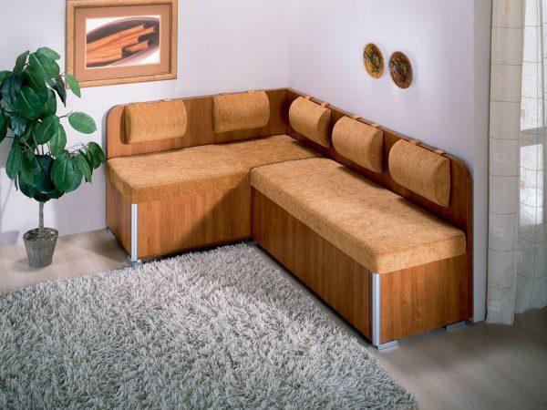 Canapé d'angle à l'intérieur de la cuisine