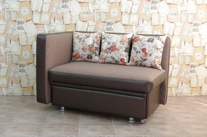 Direct sofa for the kitchen.