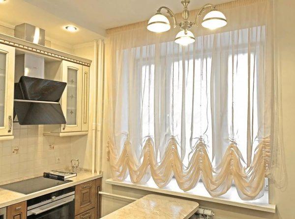 Les rideaux australiens sont une combinaison habile de rideaux français et romains. Pour les rideaux australiens, des matériaux tels que la soie, le satin, le lin et les synthétiques sont souvent utilisés.