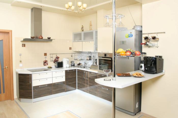 virtuvė su pusryčių baru.