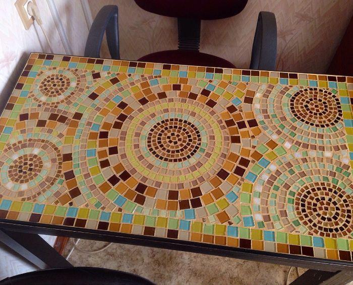Mozaīka galda dekorēšanai.
