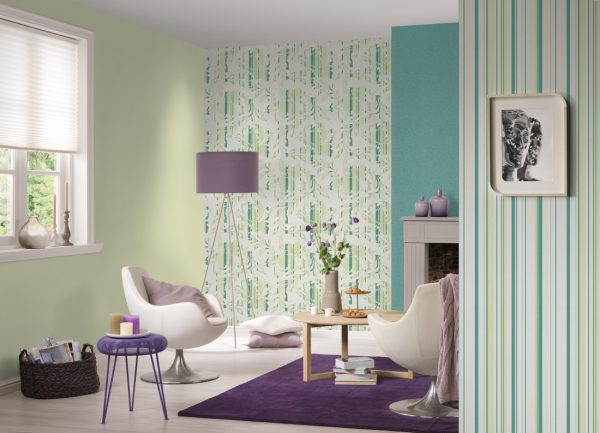 it is better to apply rinted canvases on only one wall, and for the rest choose plain colors. The print can be from nearby flowers to plain wallpaper, or from contrasting.