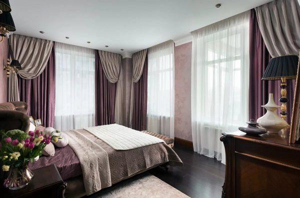 Grâce à des rideaux bien choisis, une chambre à coucher peut devenir non seulement confortable pour dormir et se détendre, mais aussi élégante.