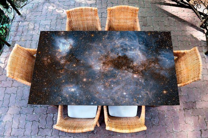 Virtuves galda uzlīme.