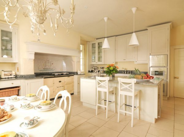 With the help of beige tones, you can visually expand the room, add airiness, lightness, comfort.