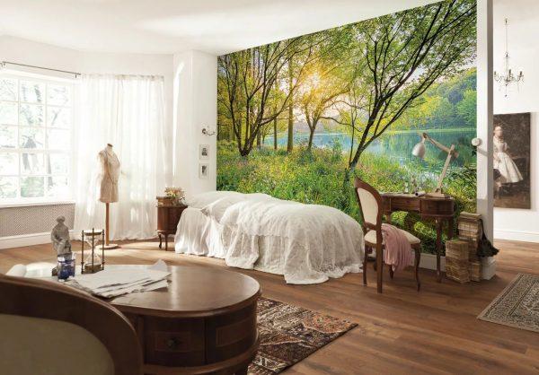 Si vous le souhaitez, vous pouvez réaliser l'un des murs orné d'arbres: forêt ou jungle