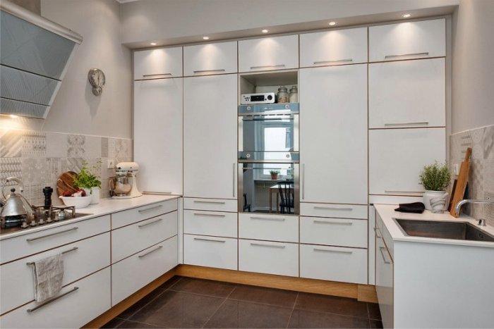 virtuves U formas komplekts.