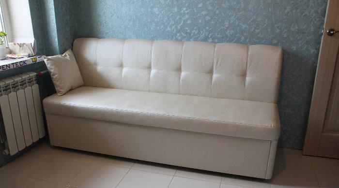 Canapé pliant en cuir.