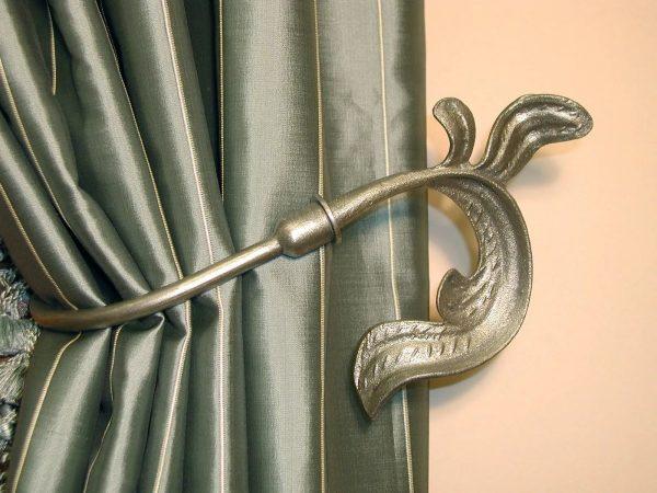 Par exemple, il existe des crochets qui imitent la vigne ou les feuilles.