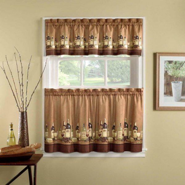 On les appelle aussi «rideaux de pays» ou «fenêtre de grand-mère». Ils seront optimaux pour des styles simples comme la Provence, la country, le shabby chic.