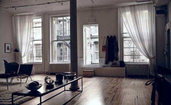 Vous pouvez choisir n'importe quel rideau pour le style Loft.