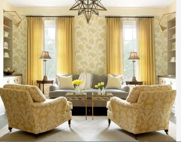 Par souci d'économie, l'option de couleur assortie à celle du mobilier sera idéale. Après tout, lors du changement de papier peint (qui changent plus souvent que les meubles), les rideaux ne peuvent pas être remplacés.