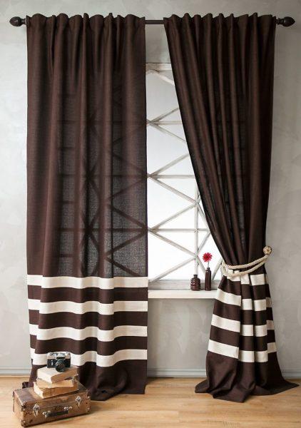 Convient pour créer un confort dans un intérieur rustique. Si les bandes sont horizontales, elles élargiront légèrement la pièce.