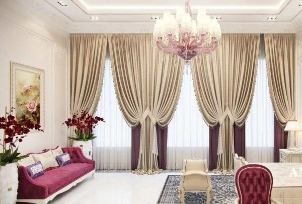 Superpositions et formes complexes, abondance de beaux éléments décoratifs - le style classique permet aux amateurs de rideaux luxuriants d'errer dans leurs idées.