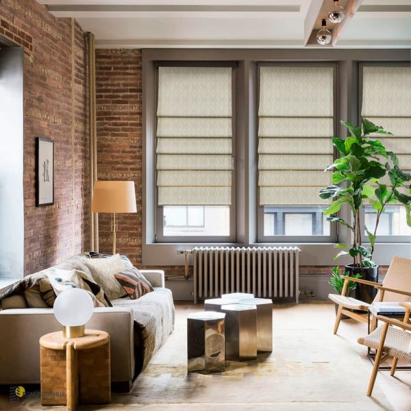 Tous les types de stores s'intègrent parfaitement dans un design à la mode, car le loft aime beaucoup de lumière naturelle.