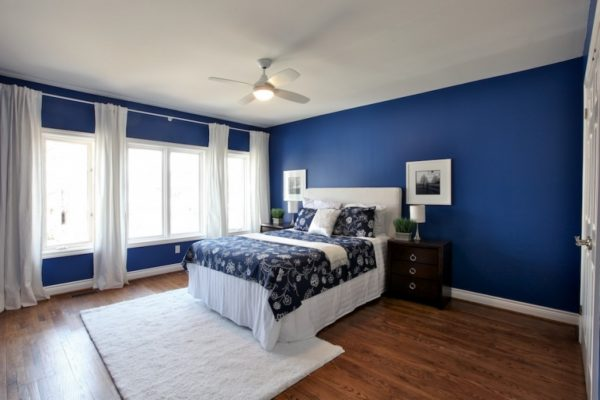 La chambre en bleu semblera assombrie, mais elle affectera positivement l'endormissement rapide.