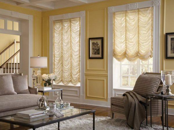 Les rideaux français sont le plus souvent en lin, soie, satin, mousseline, tulle.