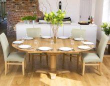 Les tables ovales plus souvent que les autres sont présentées comme des modèles coulissants. Par conséquent, les trouver ne sera pas aussi difficile que cela puisse paraître