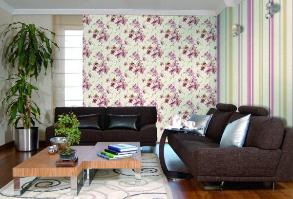 Különböző anyagok felhasználhatók a falak díszítésére a teremben, de a tapéta a leggyakoribb manapság.