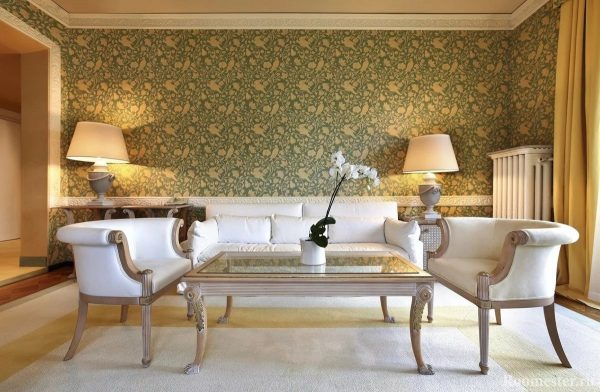 Az ilyen háttérképek jól alkalmazhatók egy klasszikus stílusban díszített helyiségben. Elegánsnak néznek ki, és hozzáadják a szükséges luxust a belső terekhez.