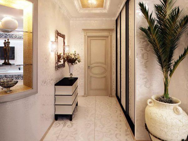 Pasirinkdami prieškambario šviesius tapetus, atkreipkite dėmesį į dekorą