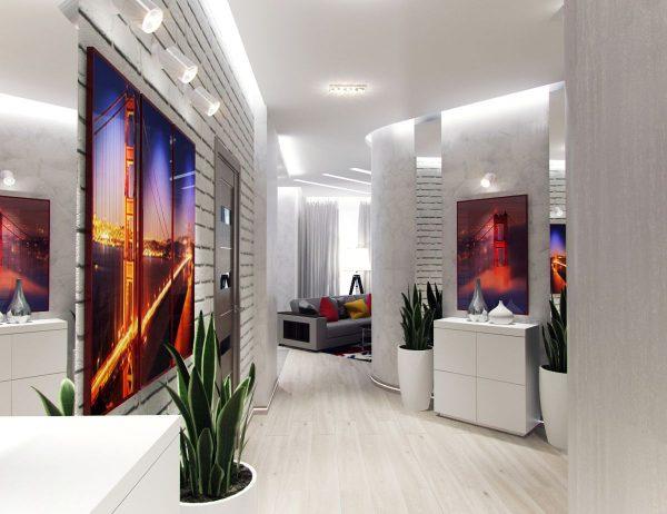 Prieškambario sienos freska su šviesiomis durimis