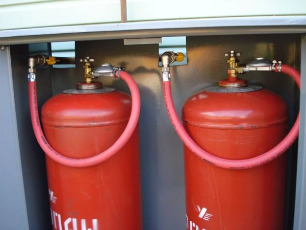 Features of connecting the stove to a gas cylinder