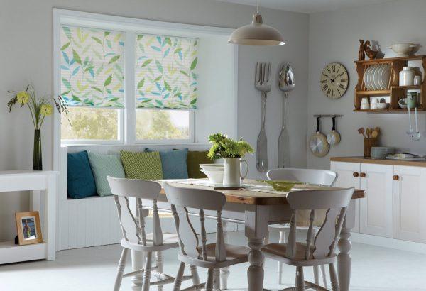Une attention particulière devrait être accordée au matériau à partir duquel les rideaux de la cuisine seront fabriqués.