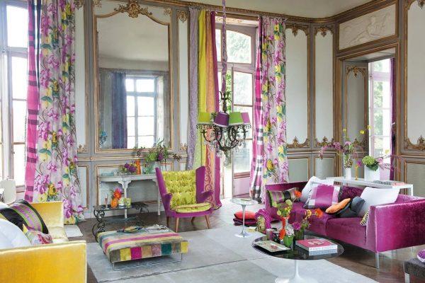 Les rideaux à la mode rendront n'importe quel intérieur moderne et complèteront même le design le plus simple.