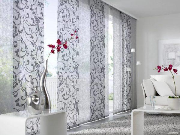 Le matériau dans lequel ils seront fabriqués, la palette de couleurs et la fonctionnalité dépendent de la pièce dans laquelle les rideaux sont sélectionnés.