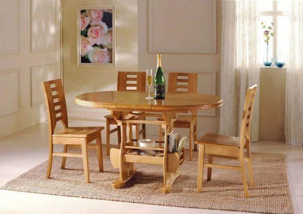 Le matériau traditionnel pour la fabrication de meubles de cuisine est le bois naturel et son imitation.