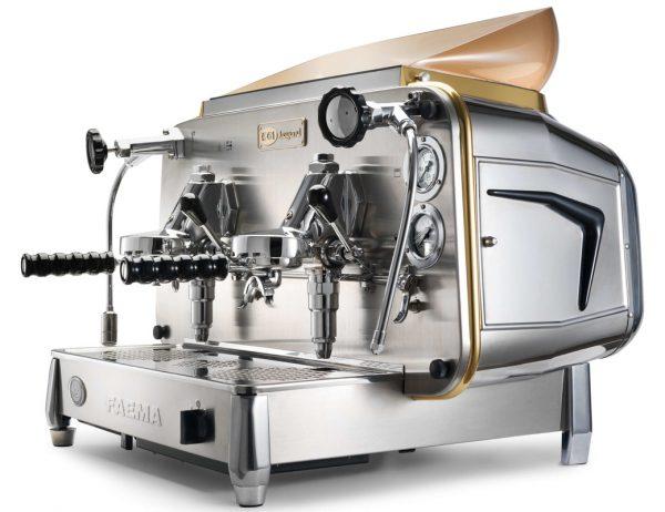 Pirmo kafijas automātu, ko darbina ar elektrību, 1961. gadā izgudroja un patentēja Faema.