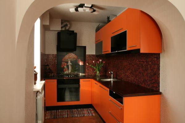 La combinaison avec le rouge brique, la couleur de la terre cuite, est considérée comme un classique, car elle rappelle la nature.