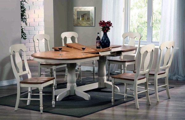 La catégorie de mobilier de cuisine la plus pratique comprend les tables de salle à manger en halva ou en contreplaqué de sciure de bois décorées avec un stratifié.