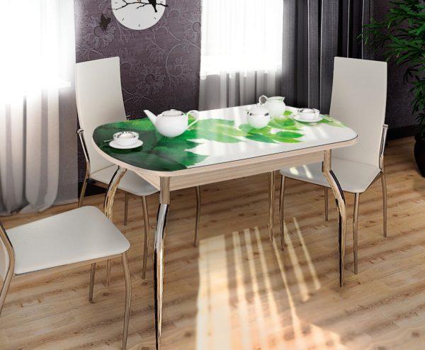 Une table inhabituelle, pliante et offrant une garantie totale de stabilité, peut être dissimulée sous la nappe.
