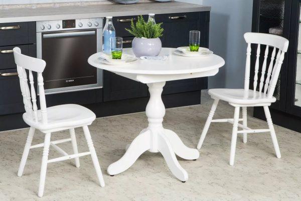 Les modèles les plus simples de mobilier de jardin blanc sont rarement proposés avec des comptoirs ovales.
