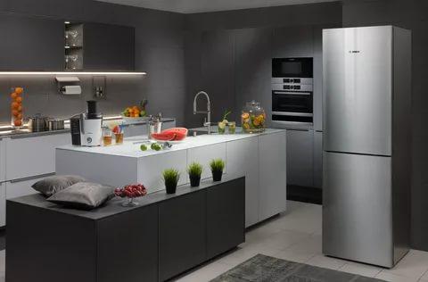 Lorsque vous transportez le réfrigérateur en hiver, vous devez savoir qu'il doit chauffer à la température ambiante avant de l'allumer.