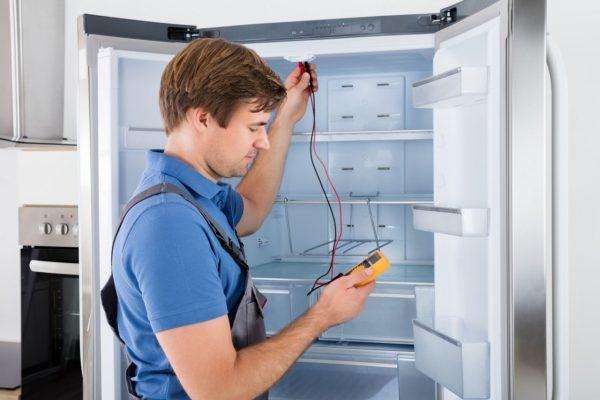 Si vous allumez le réfrigérateur immédiatement après la livraison: l'huile qui y est présente est mélangée au réfrigérant, il remplira le système de manière inégale et votre appareil tombera inévitablement en panne.