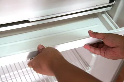 Remove the glass, plastic shelves, disconnect the locked gutters from the door.