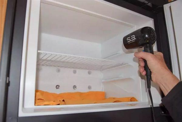 Duljom uporabom na zidovima se formira led, što ne samo da smanjuje prostor za skladištenje proizvoda, već i dovodi do pokvarenja, gnojnog smrada.